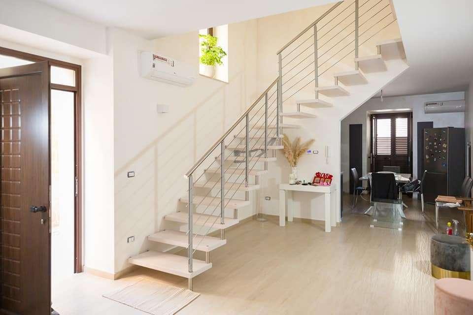 Grandes installations Mobirolo: escalier cantilever Akura