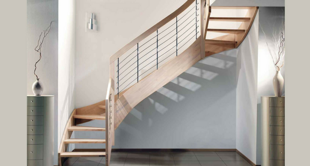 Latest simple esperia la soluzione ideale per chi cerca in una scala in legno un elegante - Come arredare una scala interna ...